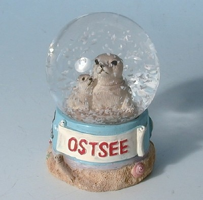 28430 Schneekugel Seehund OSTSEE